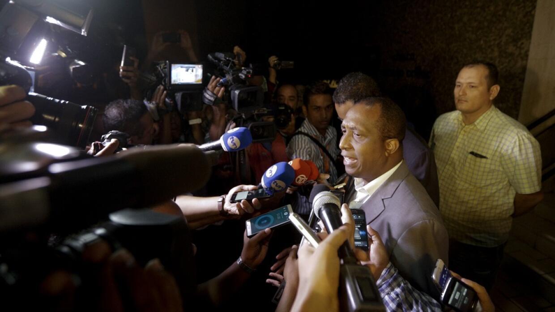 El fiscal Javier Caraballo habla con la prensa a la entrada de la sede d...