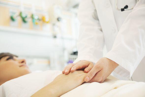 Las manos en el vientre suelen calmar los cólicos, los dolores abdominal...