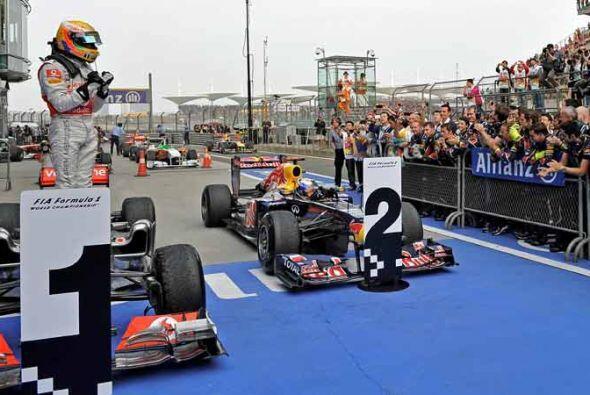 Hamilton saludó a Vettel a su llegada al Círculo de Ganadores.