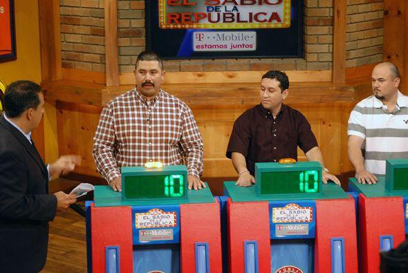 De izquierda a derecha, Francisco López, José de la Cruz y...