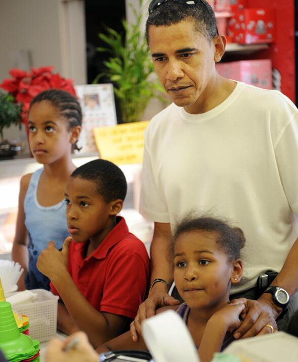 8 lecciones prácticas sobre educación que dejan los Obama como padres ob...