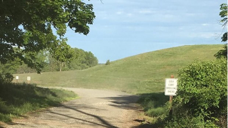 Camino de tierra a través del campo de golf de Bedminster.