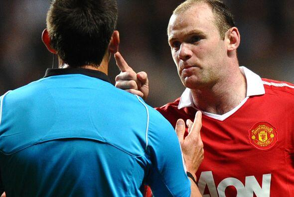 Vaya que si estaba molesto Rooney. Debería haber empleado toda esa energ...