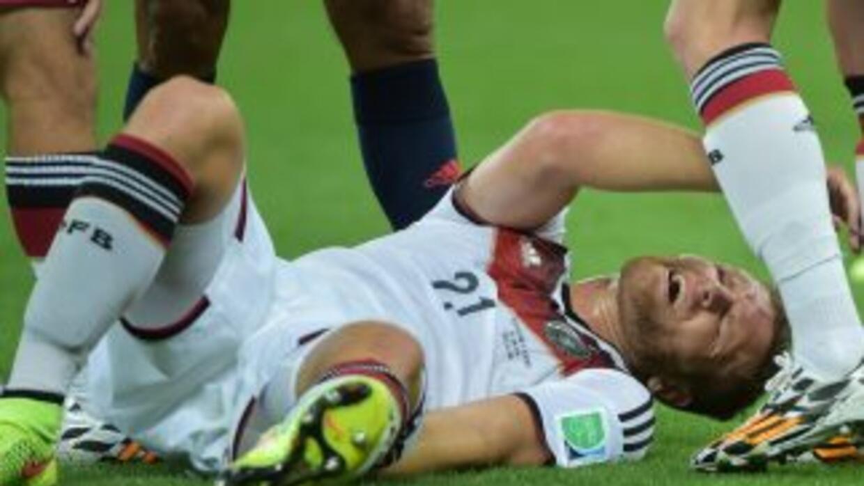 EL defensa lamán sufrió una lesión muscular durante el juego ante Argelia.