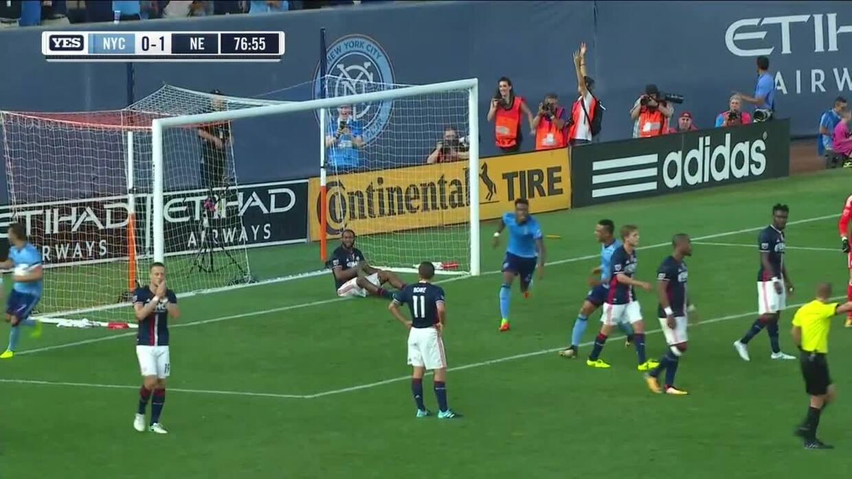 David Villa devora el área de New England para el 1-1