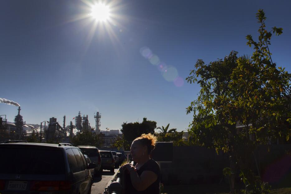 What it's like to live next door to a refinery Galeria_refineria_03.jpg