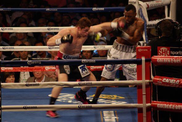 En rounds muy cerrados 'Canelo' sacó mejor diferencia por la contundenci...