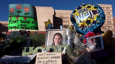 Conmemoran seis años el atentado contra la excongresista Gabriell...