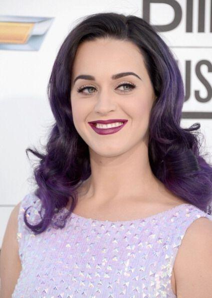 Por el contrario, Katy Perry después de haber probado los mil y un tonos...