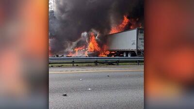 Mueren siete personas en un choque múltiple y posterior incendio en una carretera de Florida