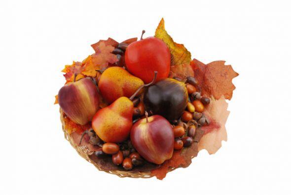 Centro de mesa otoñal. Este adorno puede lograrse fácilmente con frutas...
