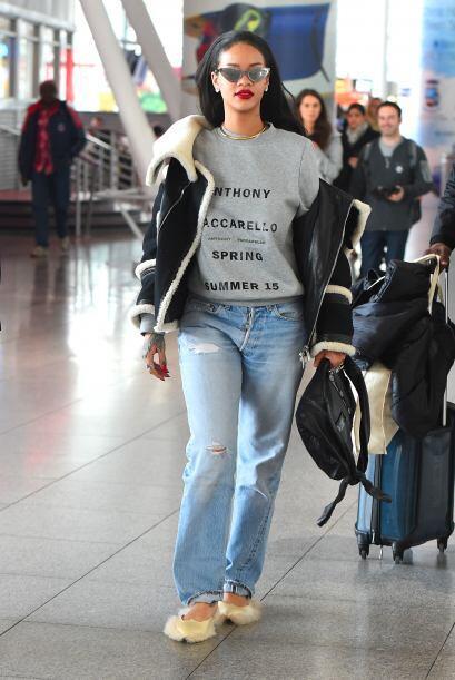 Rihanna últimamente no anda muy acertada. Los looks con prendas overside...