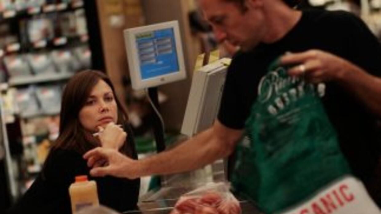 En términos reales, el consumo bajó por primera vez en un año, en 0,1% e...