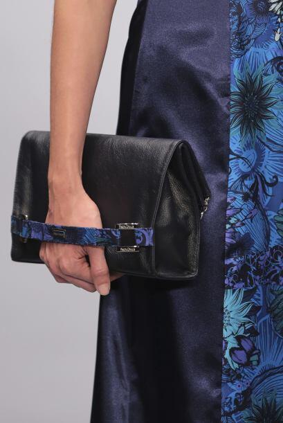 Pineda Covalin agrega pequeños detalles de sus diseños en cada accesorio...