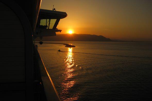 Disfrutando de la vida en el crucero durante los días de navegaci...
