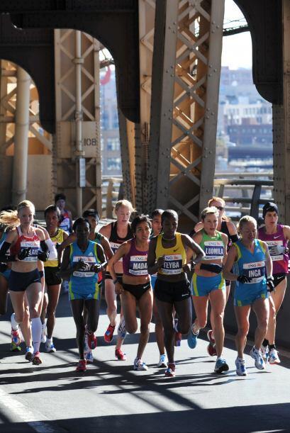 El recorrido pasa por Brooklyn y después por Queens. Los corredores atra...