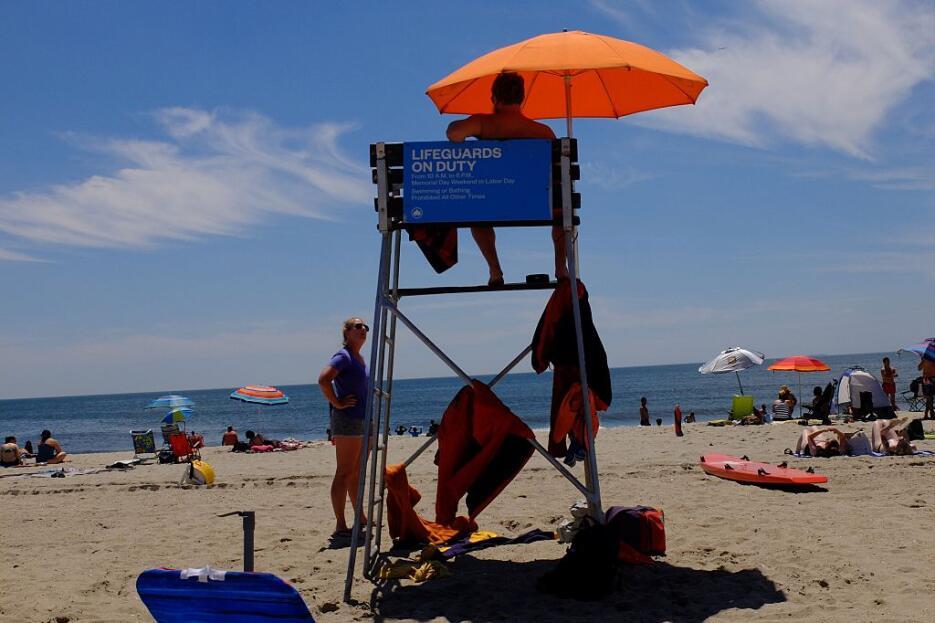 El verano significa playa y aparte de otras actividades, Rockaway Beach...