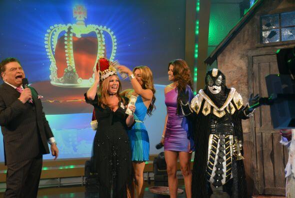 ¿Dónde está la corona? ¡Póngansela a la ganadora!