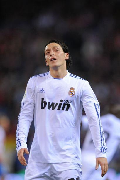 Özil acabo el partido fundido por el esfuerzo.