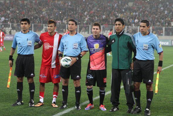 En un estadio Nacional de Lima a reventar figuras del fútbol mund...