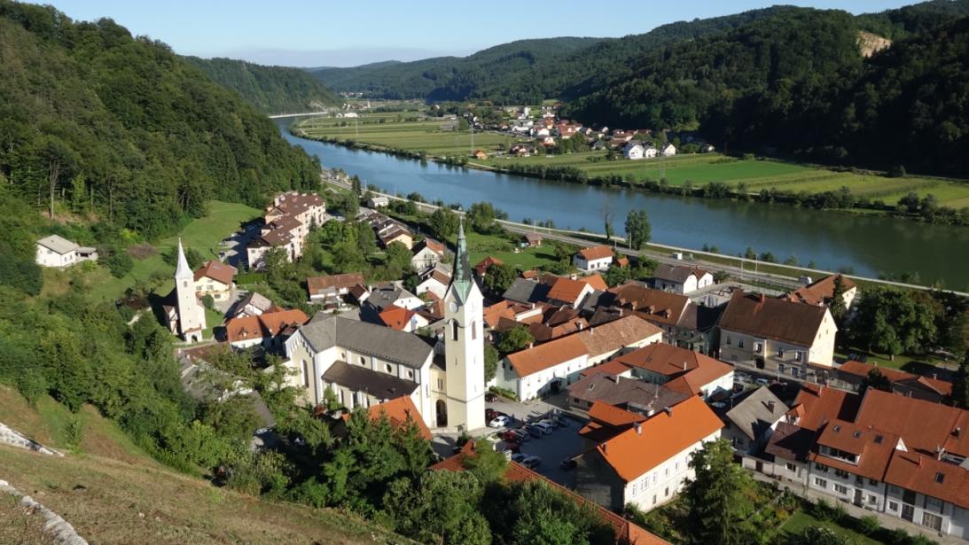 En este pueblo de cinco mil habitantes en Eslovenia, llamado Sevnica, na...