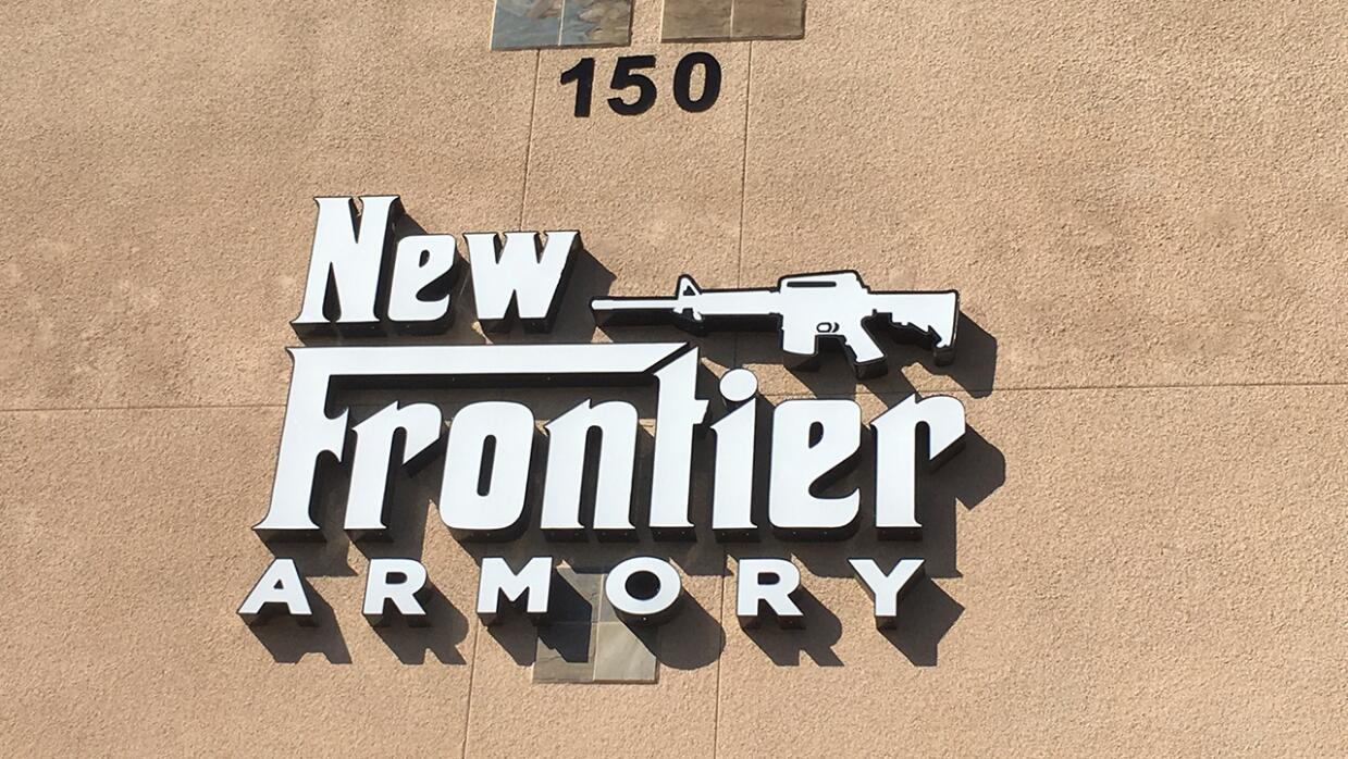 En la armería New Frontier, en North Las Vegas, el autor de la ma...