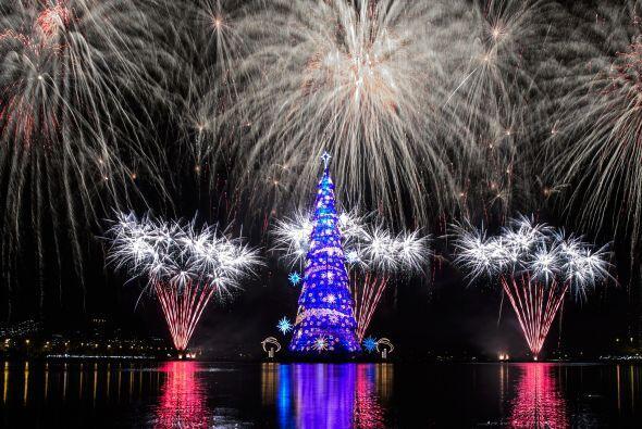 Este sin duda te sorprenderá más, se trata del árbol de navidad más gran...