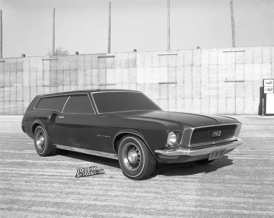 Este estudio de una station wagon Ford Mustang con fecha 28 de octubre d...