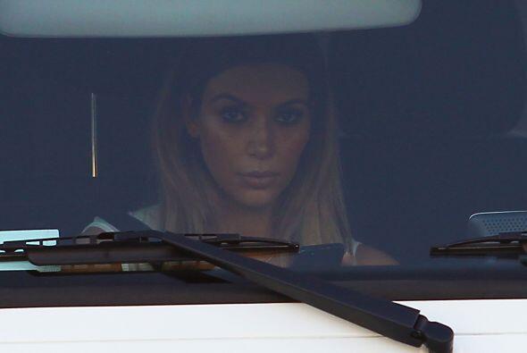 Encontramos a Kim Kardashian haciendo lo que más le gusta. Mira aquí los...