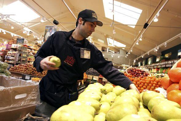 7. WHOLE FOODS MARKET- Son mil plazas las que está ofreciendo Whole Food...