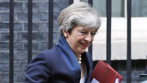 La primera ministra británica, Theresa May, sale del 10 de Downin...