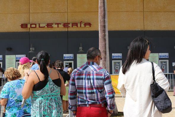 ¿Bailaste con Pedro Villegas mientras esperabas en la fila del Choli? En...