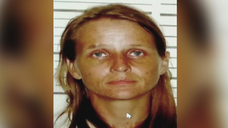 Arrestan a una madre acusada de matar a la hija que dio en adopción cuan...