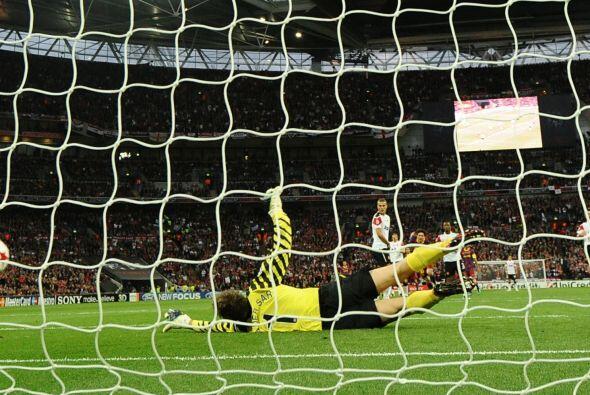 Pero Van der Sar no pudo y se convirtió en el 2 a 1 a favor de los 'culé'.