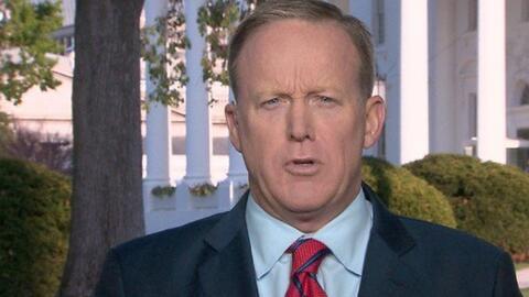 """El portavoz de la Casa Blanca se disculpa tras decir que """"Hitler no usó..."""