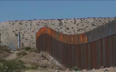Trump reiteró su intención de construir el muro fronterizo durante su vi...