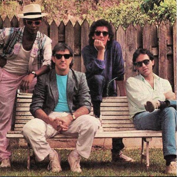En 1982 formó el grupo Icaro, con el que grabó dos discos. Se separaron...