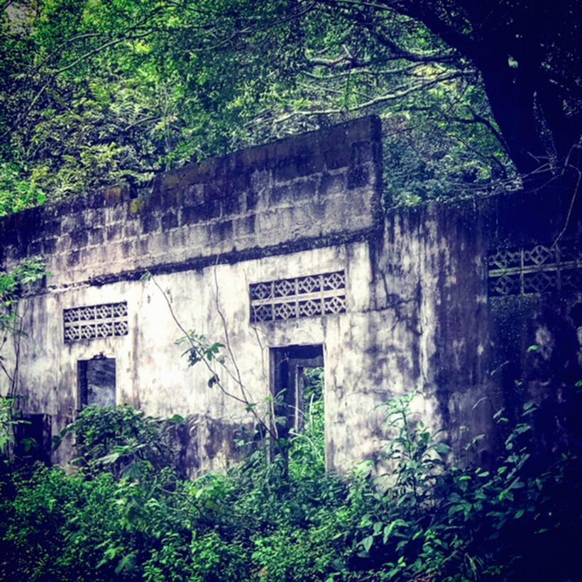 Así lucen las ruinas de las edificaciones colapsadas por el lodazal.