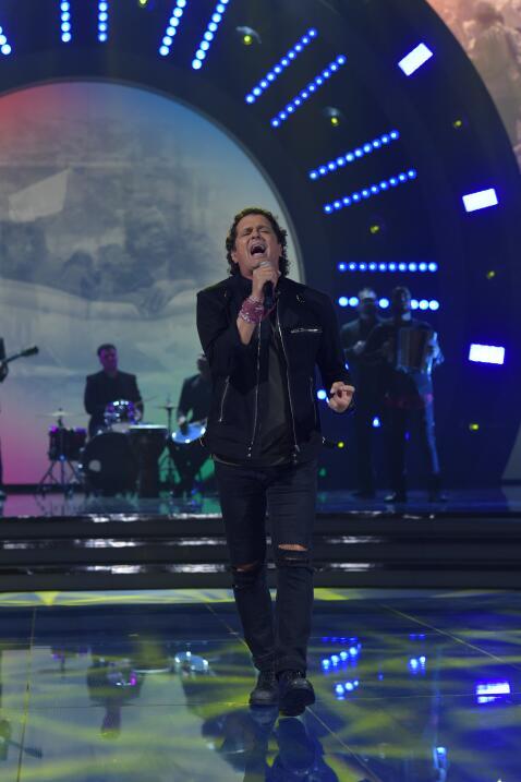 Carlos Vives interpretó el sencillo 'Corazón profundo' y d...