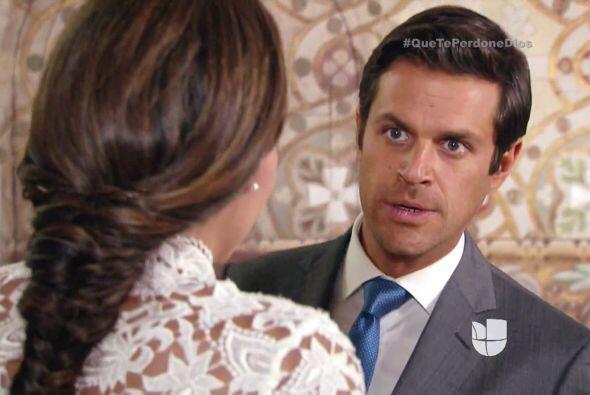 Mateo es el primero que se acerca a consolar a la pobre de Abigail.