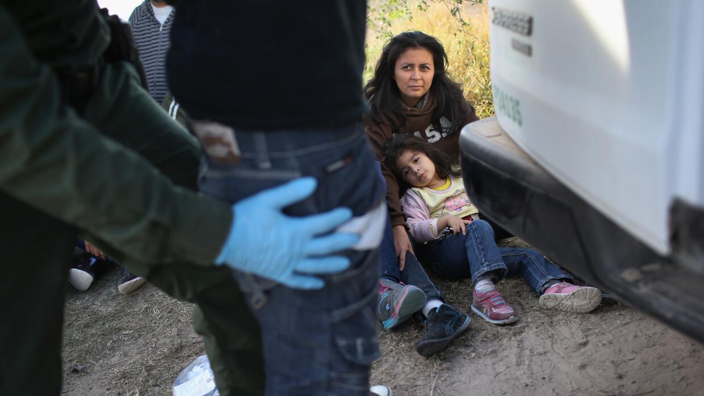 Mujeres con hijos detenidas en la frontera