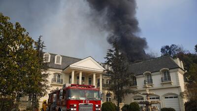 En fotos: Voraces incendios en el sur de California amenazan al condado de Los Ángeles