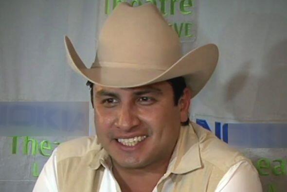 Julión Álvarez hablando de su éxito alrededor ante...
