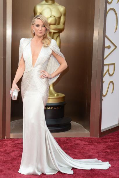El escote de Kate Hudson nos dejó sin palabras. La actriz sabe que es es...