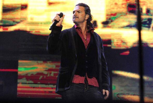 El cantautor no dejó ni un sólo momento de mostrarse compl...