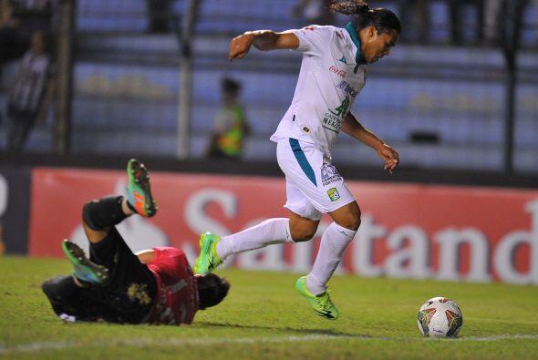 El 'Gullit' Peña empató el marcador con un gol muy a su estilo, vertical...