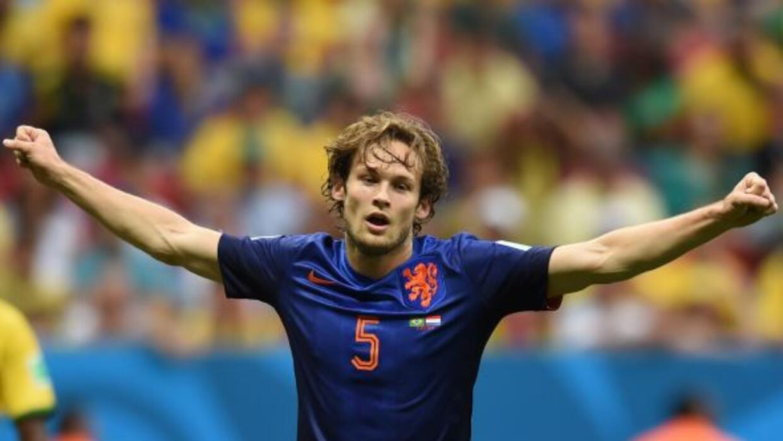 El lateral holandés será dirigido por Louis van Gaal en su nuevo club co...