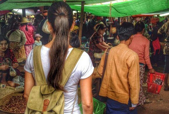 Un día de mercado en Inle Lake, Myanmar. (Junio 16, 2014)