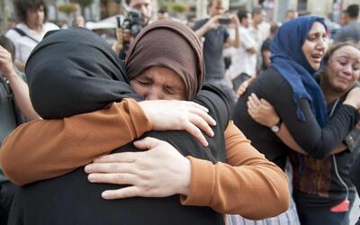 Video: Las madres y los vecinos de los sospechosos del atentado en Barce...