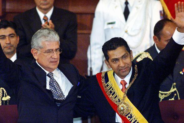 Gutiérrez asumió el poder en 2003, teniendo como vicepresi...